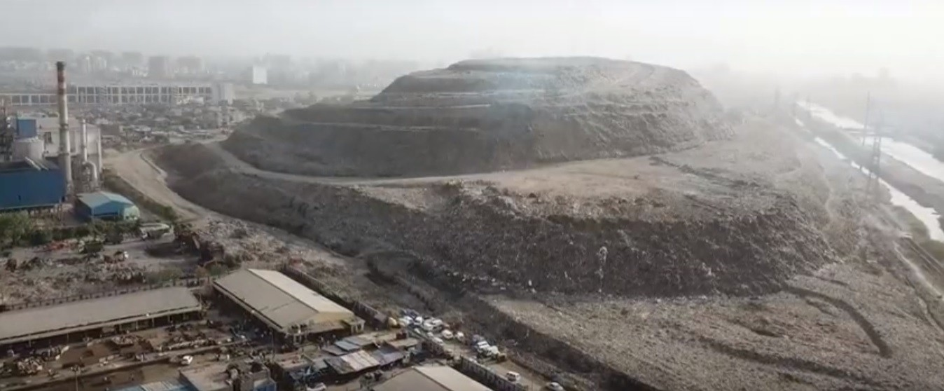 Garbage mountain in India reaches 65 meters high