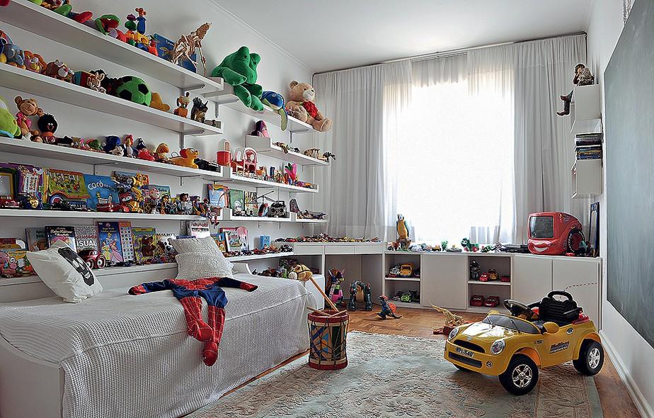 Na foto, o quarto de brincadeiras de Henrique, filho do diretor da São Paulo Fashion Week, Paulo Borges, em um de seus melhores momentos, todo organizado. Quando o menino pisa nele, as prateleiras ficam vazias
