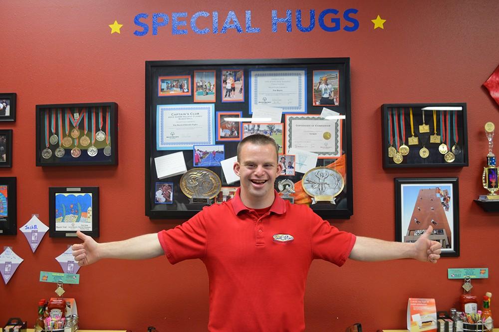 O norte-americano Tim Harris criou um restaurante onde abraços fazem parte do menu (Foto: Divulgação)