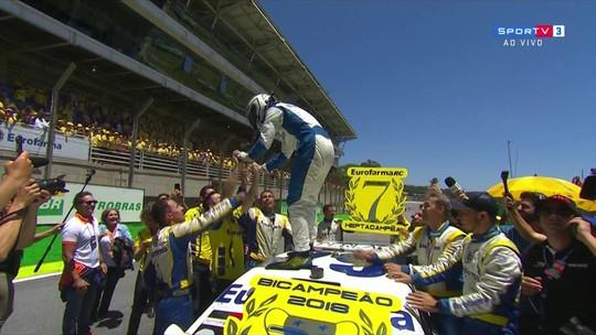 Serra administra vantagem, é o 4º em Interlagos e garante o bicampeonato da Stock Car