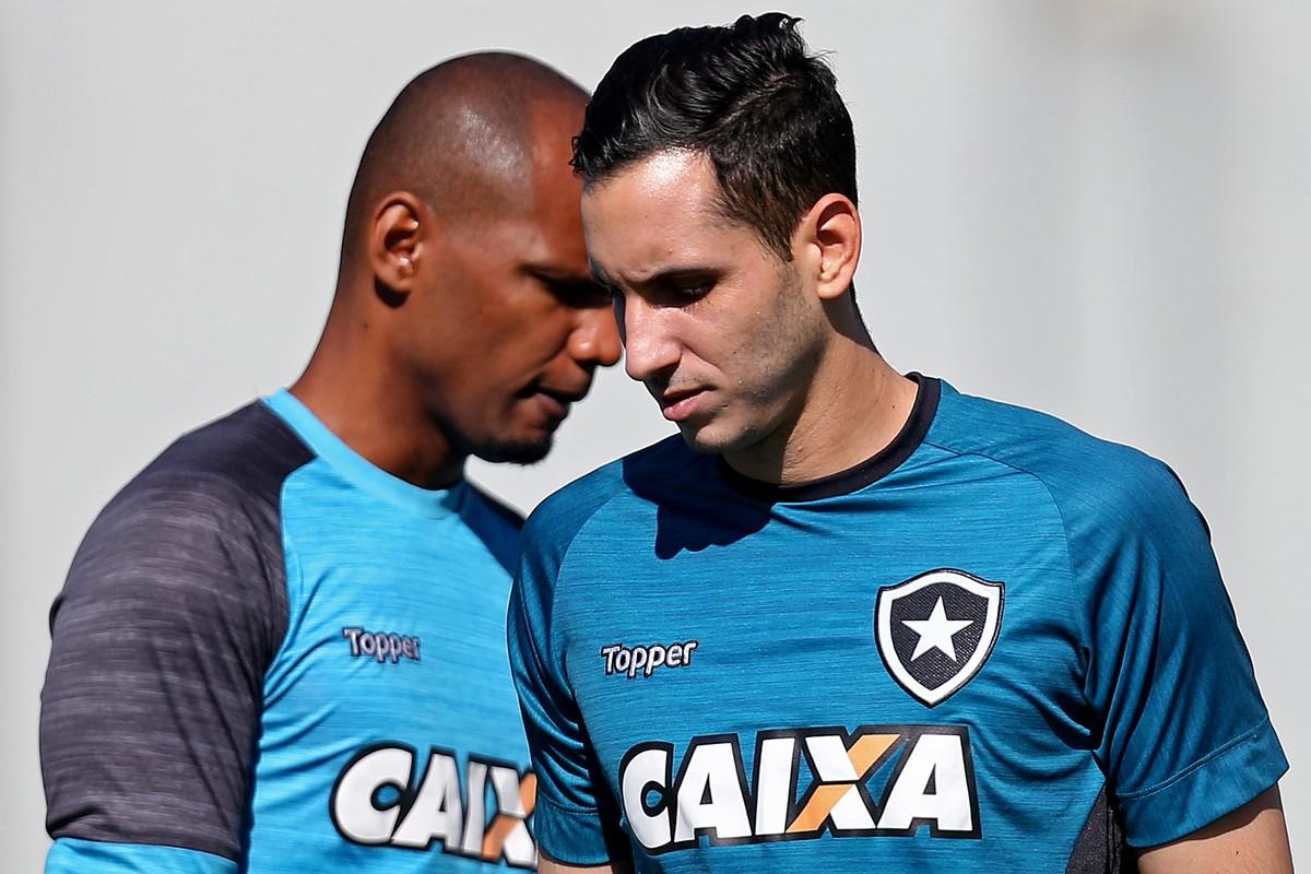 O dilema de Tigrão  escolher entre Gatito e Jefferson no gol do Botafogo  b57c21aea7b8a