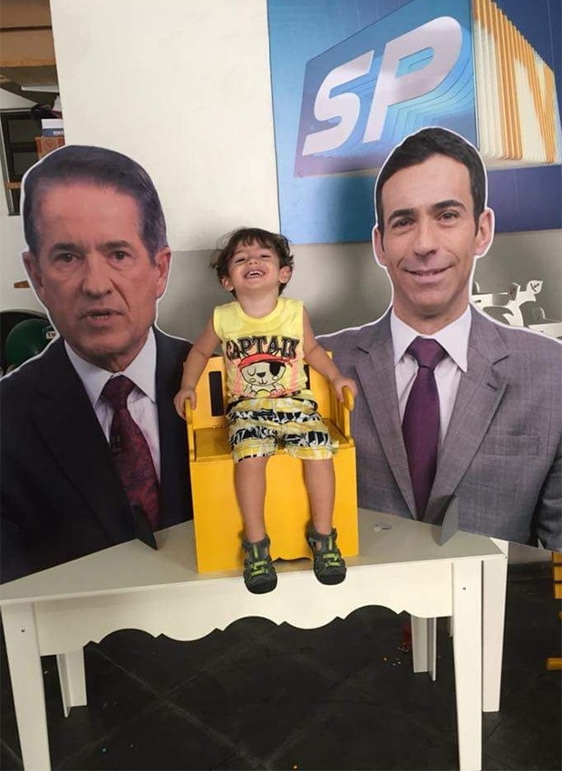 Festinha de aniversário de Bernardo teve telejornal paulista como tema (Foto: Reprodução/Twitter)