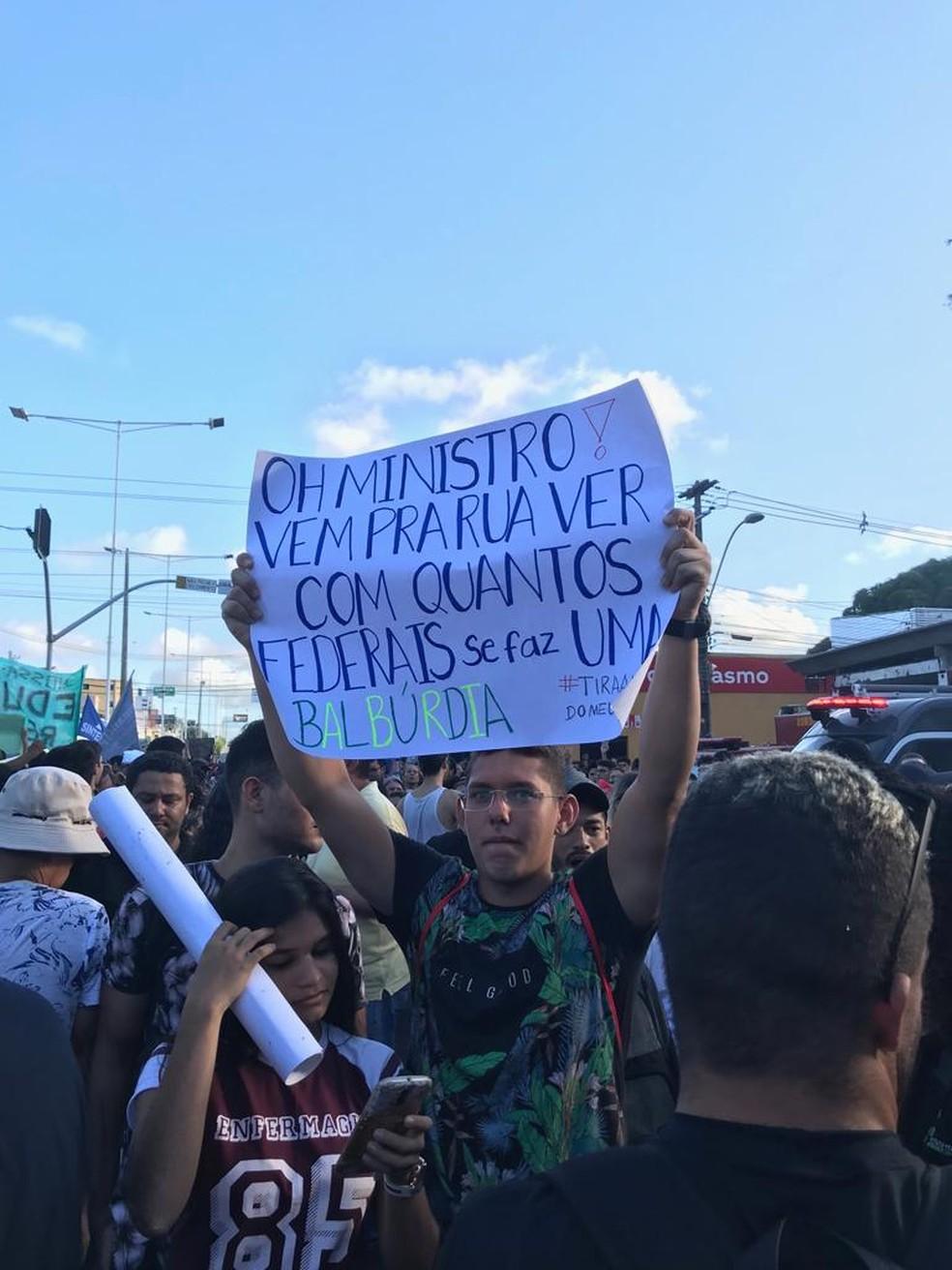 Natal (RN) tem protesto contra bloqueios na educação — Foto: Rafael Barbosa/G1