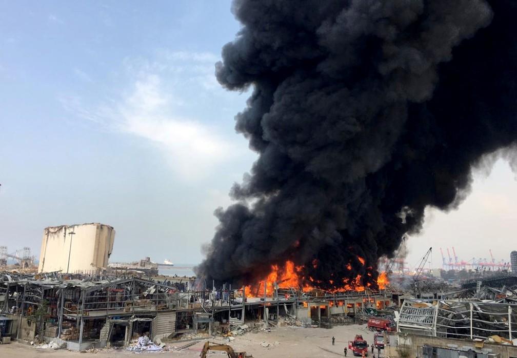 Incêndio na região do porto de Beirute, no Líbano — Foto: Alaa Kanaan/Reuters