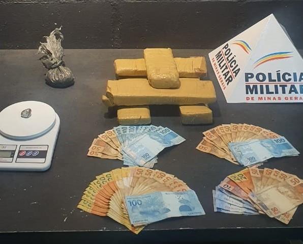 PM apreende cinco barras de maconha e R$ 3 mil em operação de combate ao tráfico de drogas em Juiz de Fora
