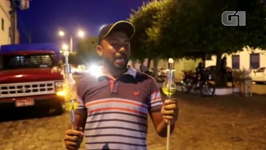 Comerciante cria lamparina de garrafa pet para manter vivo símbolo do Fogaréu em Oeiras