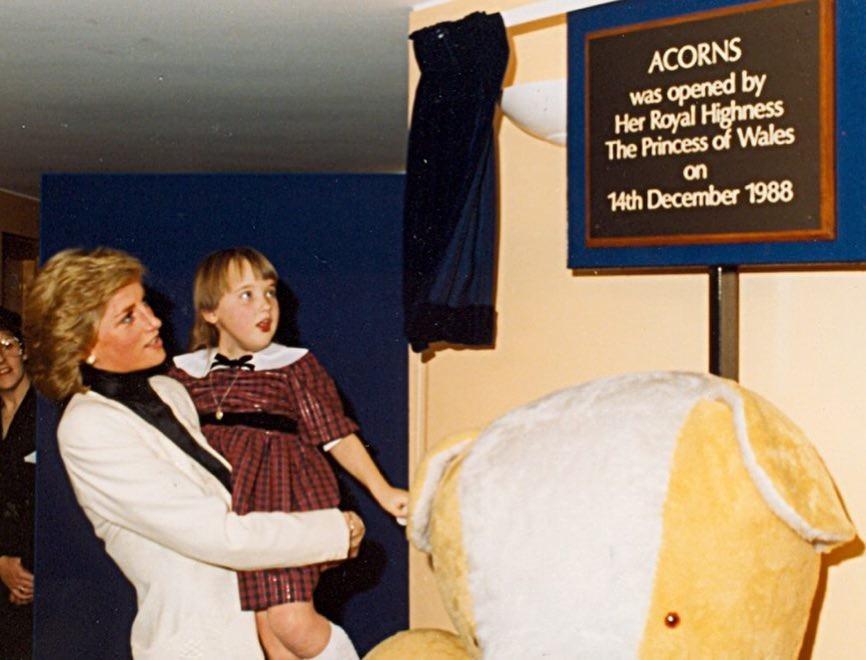 A princesa Diana na inauguração do hospital (Foto: Reprodução / Instagram)