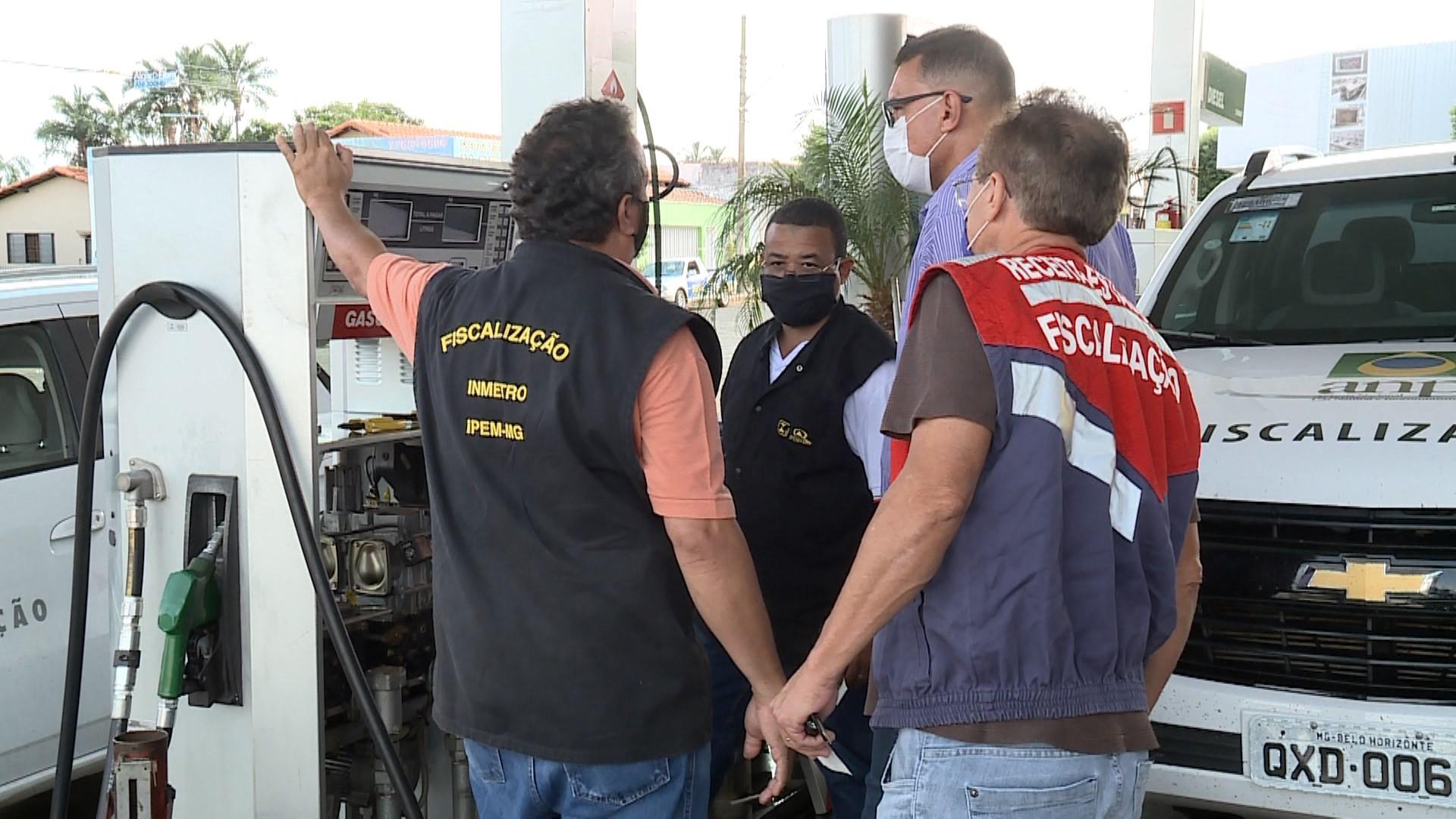 Postos de combustíveis são fiscalizados em Ituiutaba