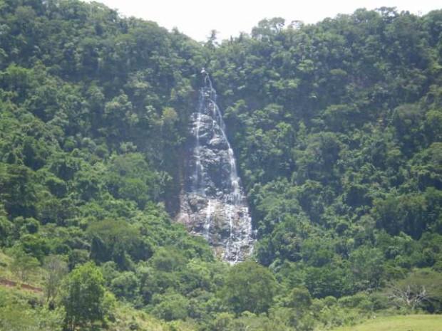 Entre mais altas da região está a Véu de Noiva, com 150 metros de altura (Foto: Divulgação/Prefeitura de Faxinal)