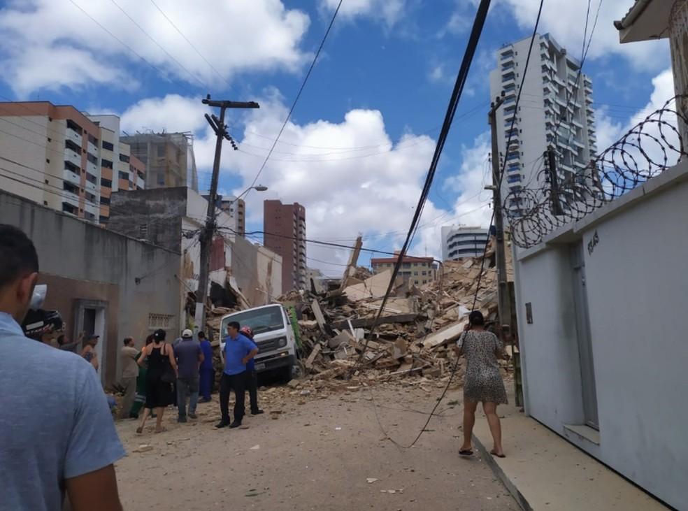 Destroços de prédio de sete andares que desabou em Fortaleza — Foto: Cinthia Freitas/G1 Ceará