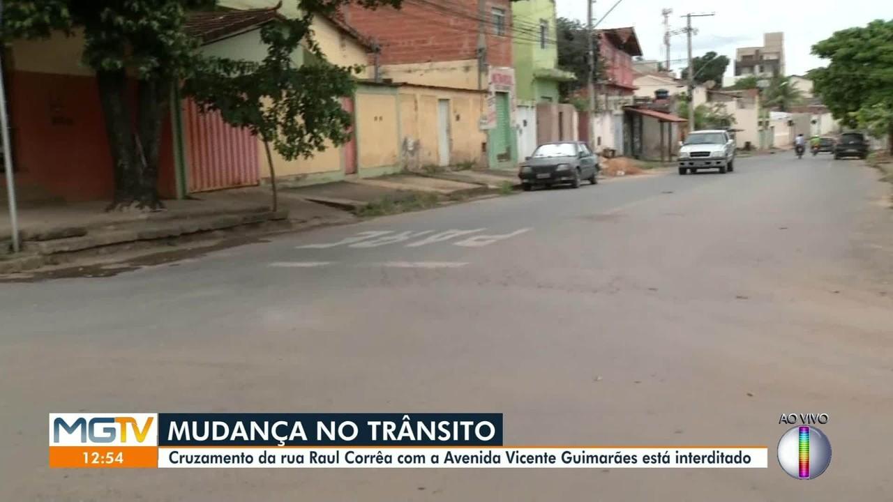 Cruzamento no bairro Funcionários, em Montes Claros, é interditado
