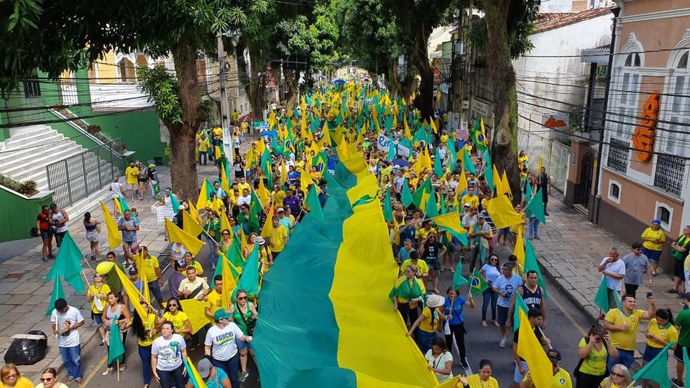 BELÉM, 10h22 : Ato pró-bolsonaro chega à avenida Nazaré no centro de Belém — Foto: Fabiano Villella / TV Liberal