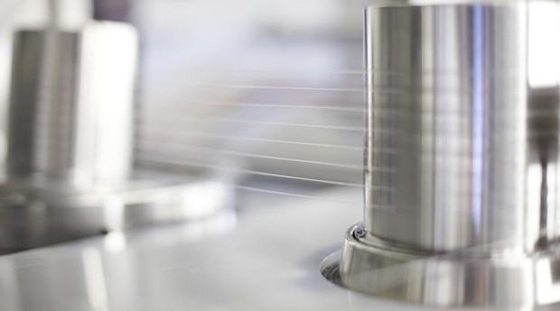 Seda de aranha produzida em laboratório pela AMSilk (Foto: Reprodução)