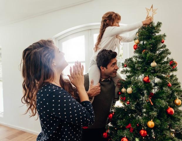 É possível envolver crianças de todas as idades nos preparativos de Natal! (Foto: Thinkstock)