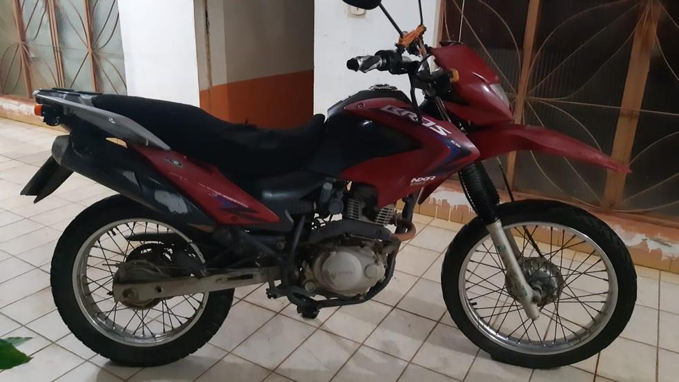 Vítimas estavam em motocicleta que colidiu com caminhão da Sesau em Ouro Preto do Oeste (RO). — Foto: PRF/Divulgação