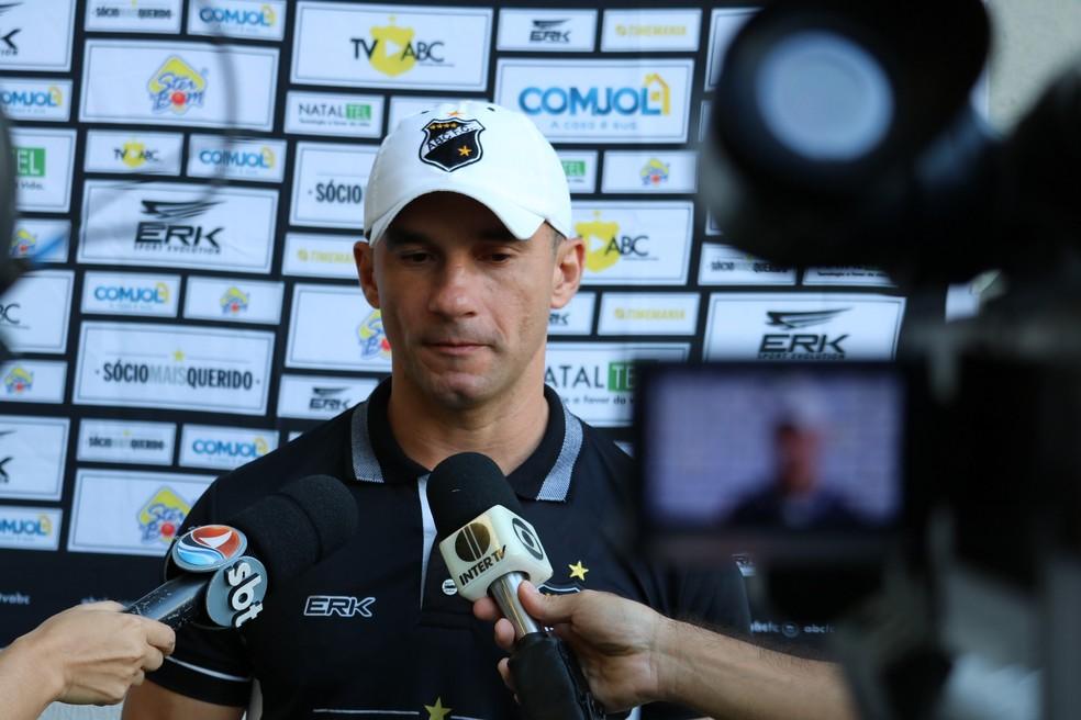 Ranielle Ribeiro diz que ABC fracassou na luta pelo principal objetivo do ano (Foto: Augusto Gomes/GloboEsporte.com)