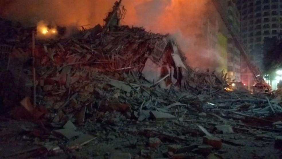 Destroços após o desabamento em São Paulo (Foto: Divulgação/Corpo de Bombeiros)