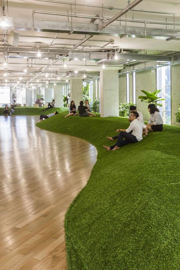 Escritório da empresa de turismo Evolable Asia, localizada na cidade de Ho Chi Minh City, no Vietnã. Projeto do 07BEACH e do Studio Happ (Foto: Hiroyuki Oki)