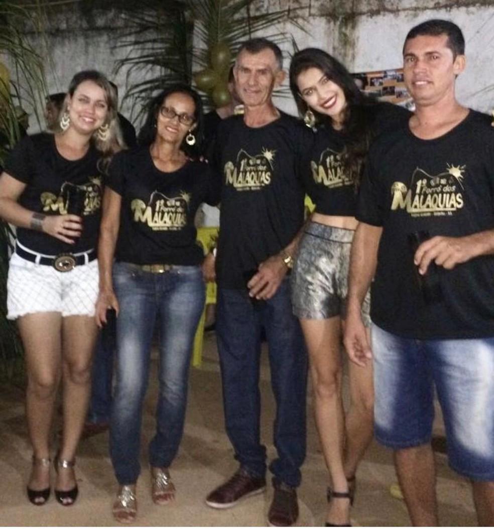 Amanda Malaquias ao lado dos pais e irmãos  — Foto: Arquivo Pessoal
