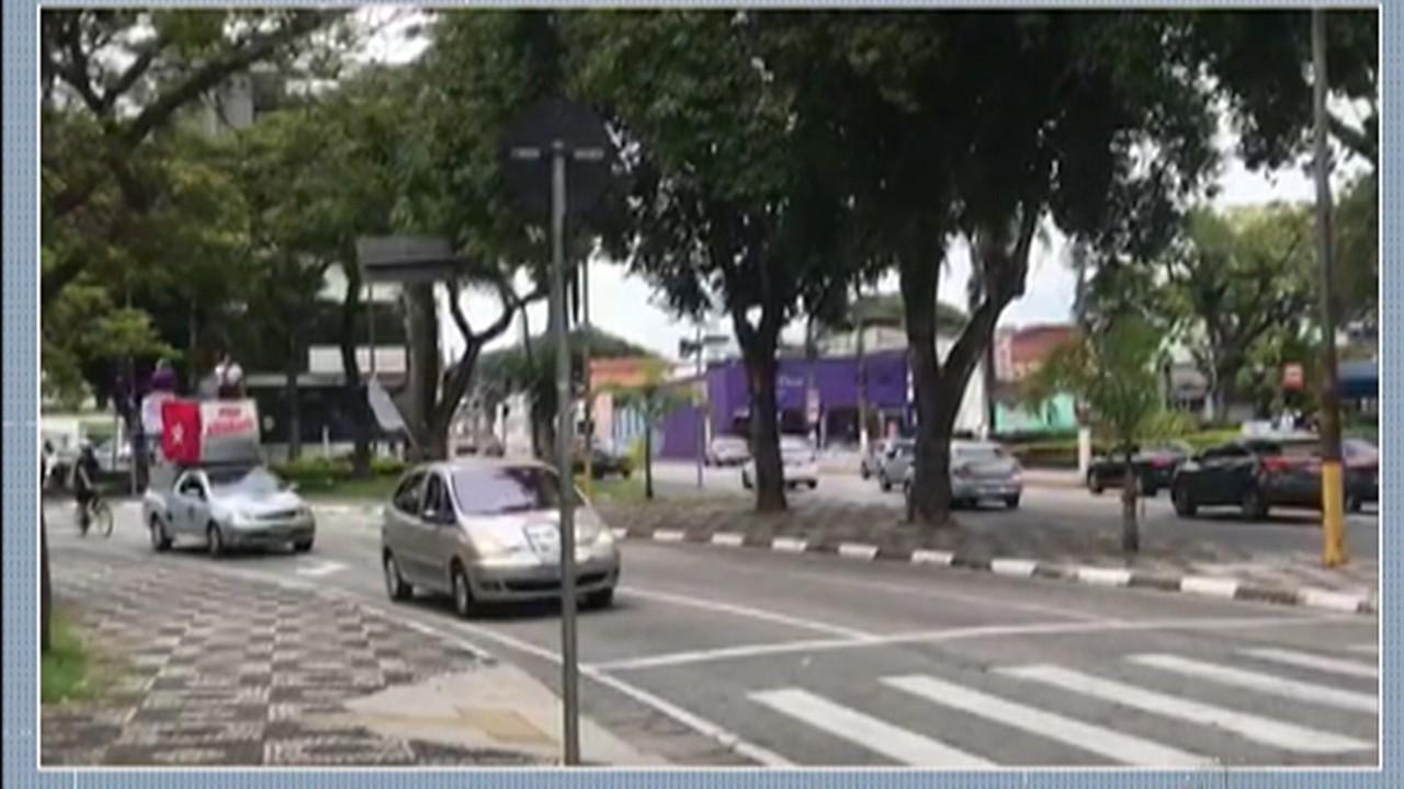 Manifestantes fazem carreata a favor da vacina e contra Bolsonaro em Mogi das Cruzes