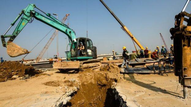 Estrutura foi apelidada de 'ponte da morte' pela mídia local, devido à morte de ao menos 18 trabalhadores durante a construção (Foto: Getty Images via BBC News Brasil)