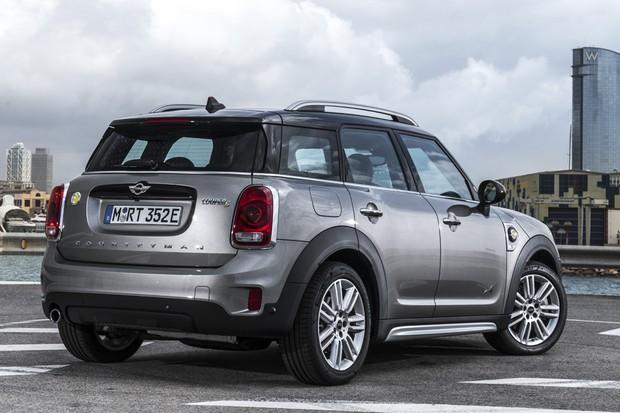 O maior carro da MINI chega ao país em quatro versões — uma delas elétrica (Foto: Divulgação)