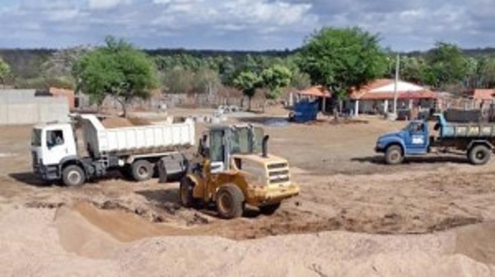 Prefeito usou servidores e equipamentos públicos para construir empreendimento privado em Santa Quitéria, denuncia Ministério Público — Foto: MPCE/Divulgação