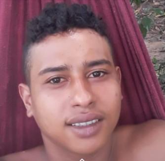 Jovem que ficou com 95% do corpo queimado em acidente com lamparina é transferido para Rio Branco