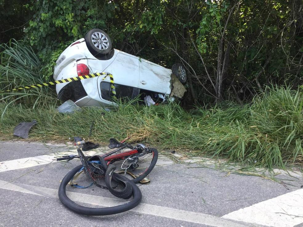 Ciclista morre ao ser atingido por carro após acidente na rodovia Floriano Rodrigues Pinheiro — Foto: Laurene Santos/ TV Vanguarda
