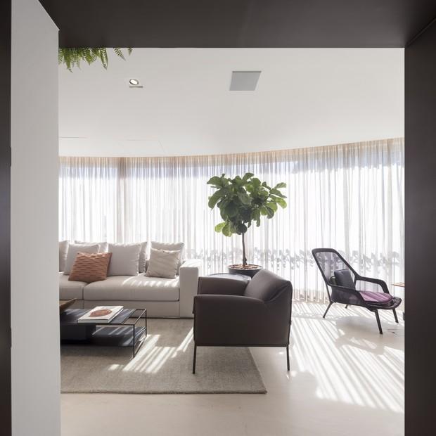 Apartamento de 430 m² une conforto e decoração atemporal  (Foto: FOTOS FERNANDO GUERRA)