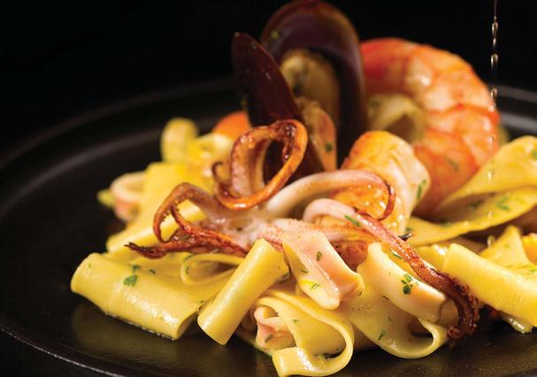 Talharim com frutos do mar, receita é do livro Manual Prático de Cozinha (Editora Senac, R$ 120) (Foto: Divulgação)