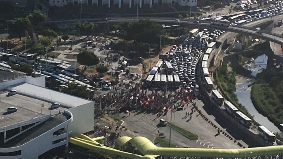 Por volta das 16h30, cerca de 500 pessoas participavam da manifestação na região do Iguatemi (Foto: Cristiano Santos/ Arquivo Pessoal)