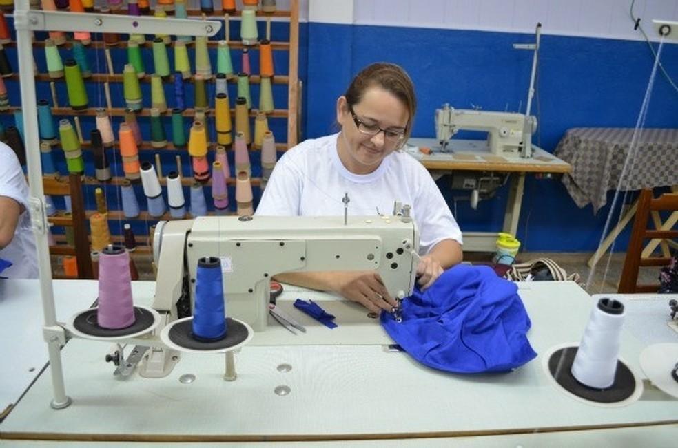 Há vaga para costureira no Sine de Ariquemes (Foto: Magda Oliveira / G1)