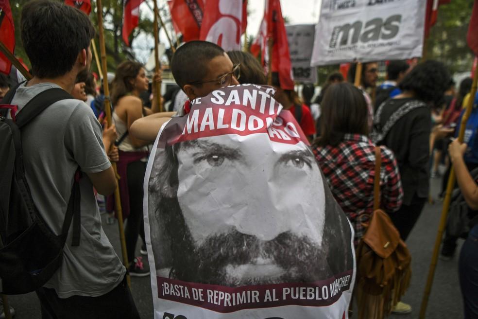 Argentinos protestam nesta quarta-feira (18) na Praça de Maio, em Buenos Aires, um dia após a descoberta do corpo do Santiago Maldonado (Foto: AFP/ Eitan Abramovich)