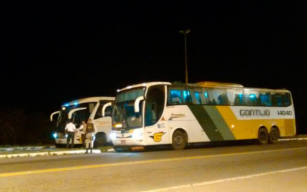 Suspeito foi encontrado em ônibus após fiscalização na BR-101 (Foto: Divulgação / SSP)