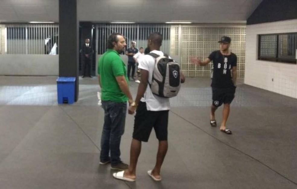 Alexandre Mattos abordou Emerson Santos na semana passada e falou sobre o interesse do Palmeiras (Foto: Marcelo Baltar)