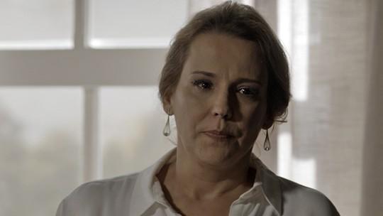 Emília briga com Lívia e promete destruir Vitória