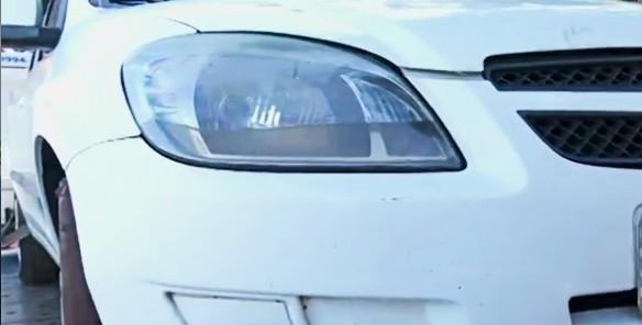 Motorista esquece de puxar o freio de mão e carro cai no Lago Igapó, em Londrina