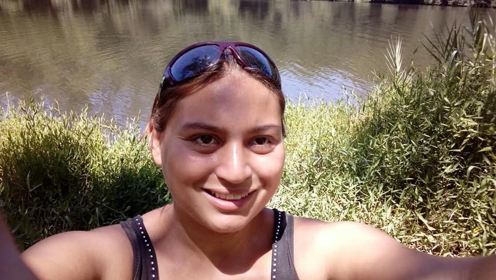 Daniele foi encontrada morta no barraco de madeira onde morava com o marido (Foto: Reprodução/Facebook)