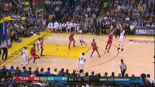 Aniversariante do dia, Thompson rege, e Warriors batem os desfalcados Bulls