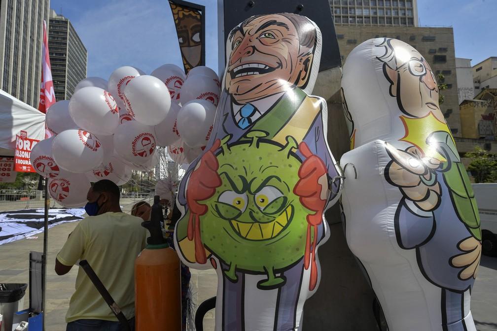 Boneco do presidente Jair Bolsonaro, em São Paulo, nesta terça (7). (Foto: Reprodução/Nelson Almeida/AFP)