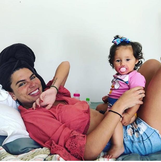Mariana Goldfarb e a filha de Yanna Lavigne, Madalena (Foto: Reprodução / Instagram)