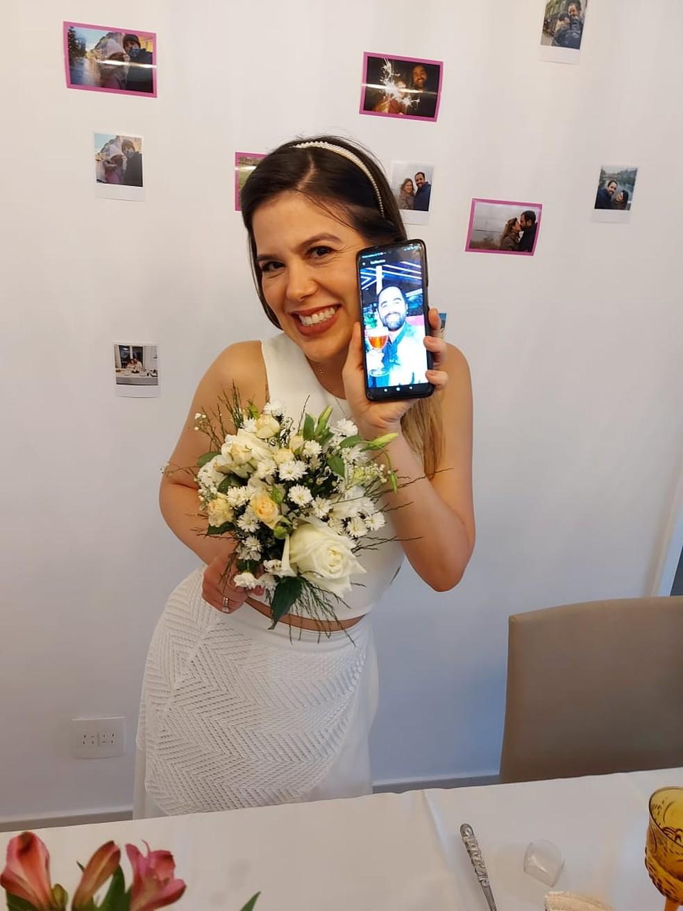 Paula e Guilherme se casaram à distância por meio de procuração — Foto: Paula Sabatini Brandão/Arquivo Pessoal