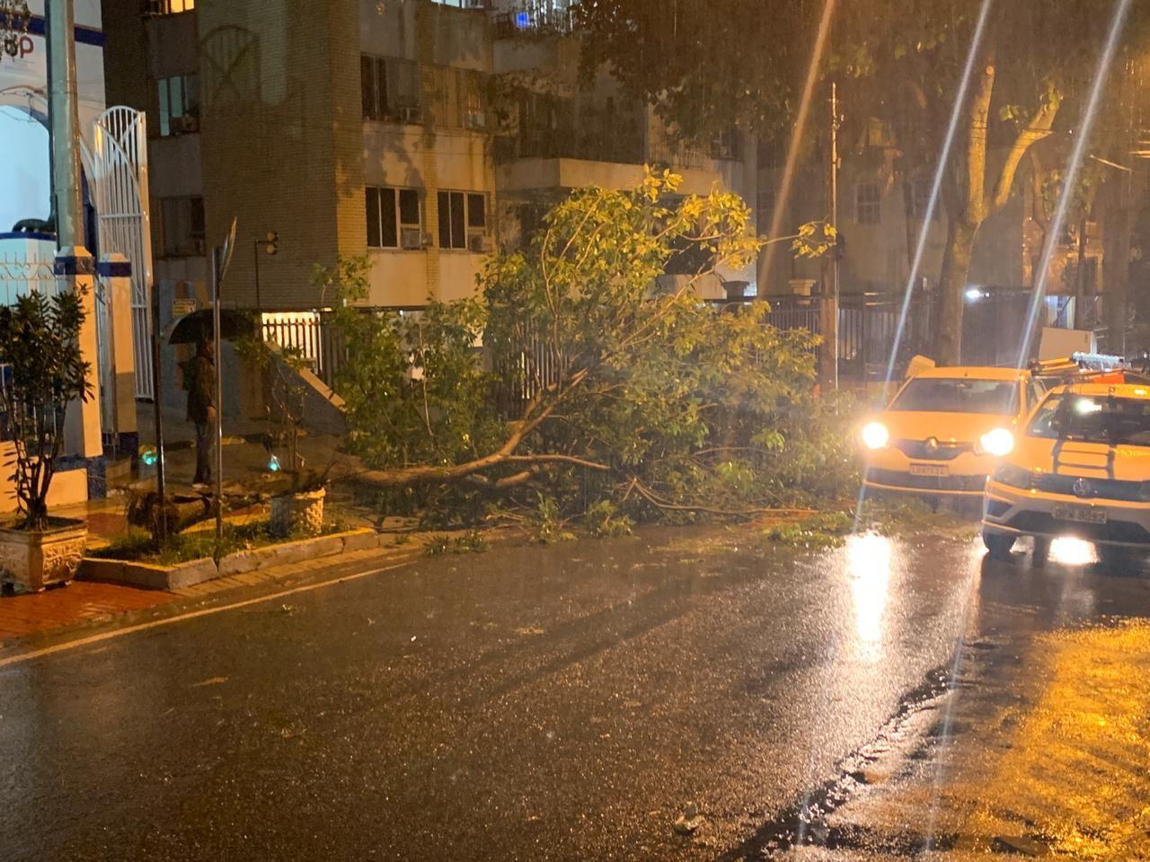 Chuva no Rio aciona sirenes na Rocinha e fecha Aeroporto Santos Dumont