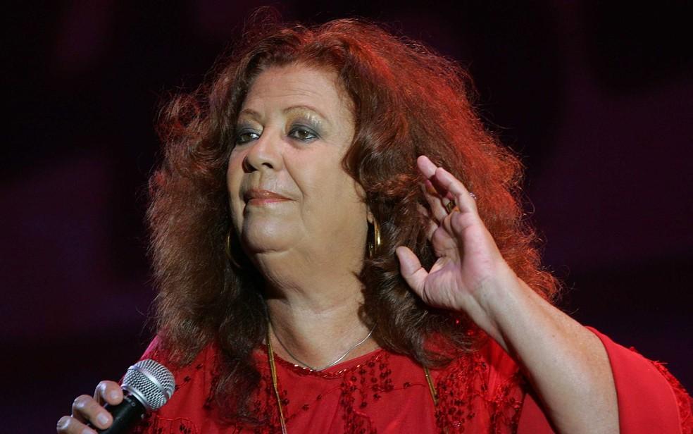 A cantora e sambista Beth Carvalho se apresenta em show de comemoração do aniversário da cidade de São Paulo, no Vale do Anhangabaú em 2008 — Foto: José Patrício/Estadão Conteúdo/Arquivo
