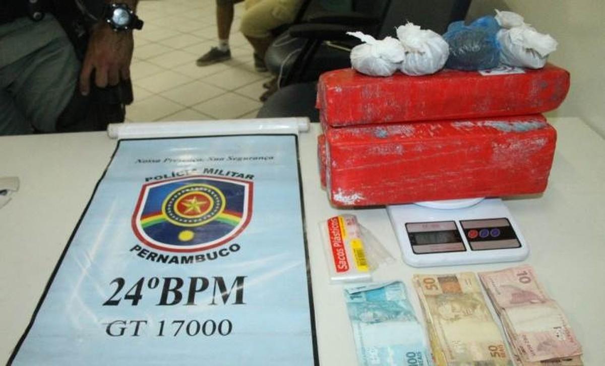 Suspeita de tráfico de drogas é presa com 4 kg de maconha e R$ 1 mil no Agreste