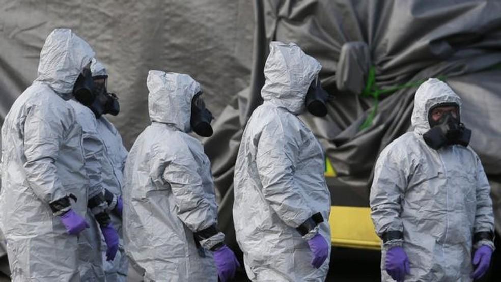 Como parte da investigação, 180 militares foram deslocados a Salisbury para remover veículos e objetos que possam estar contaminado. (Foto: Daniel Leal Olivas/AFP)