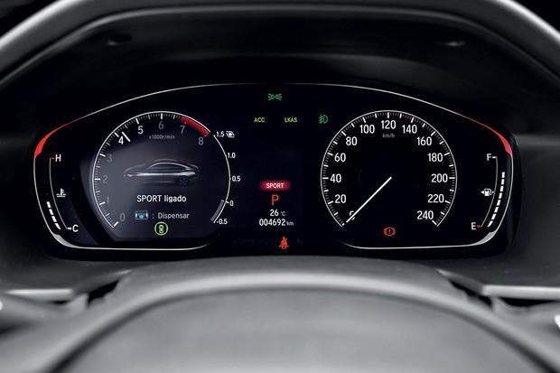 Quadro de instrumentos digital do Honda tem boa definição e gráficos atraentes (Foto: Fabio Aro/Autoesporte)