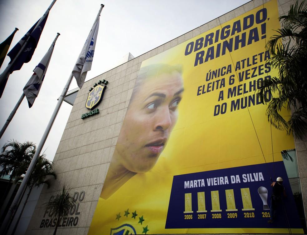 2685448b64e2a Homenagem a Marta na CBF — Foto  Matheus Guerra   MoWA Press