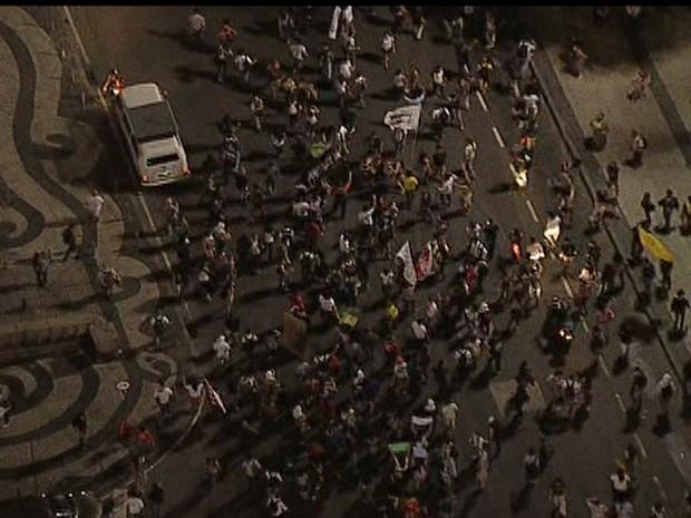 Manifestantes se reúnem no Centro do Rio (Foto: Reprodução/TV Globo)